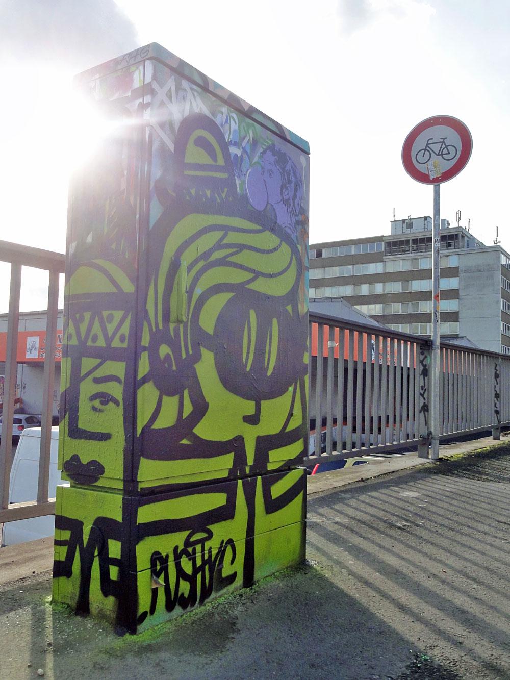 pyc-graffiti-bei-der-hall-of-fame-an-der-hanauer-landstrasse-in-frankfurt-2