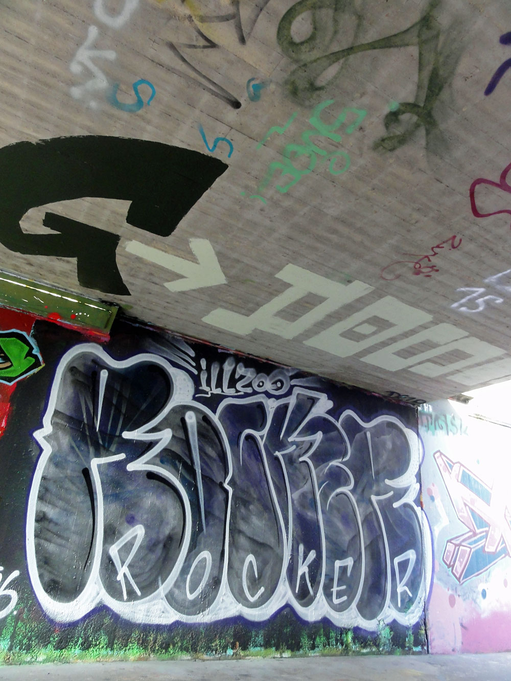 rocker-graffiti-bei-der-hall-of-fame-an-der-hanauer-landstrasse-in-frankfurt-