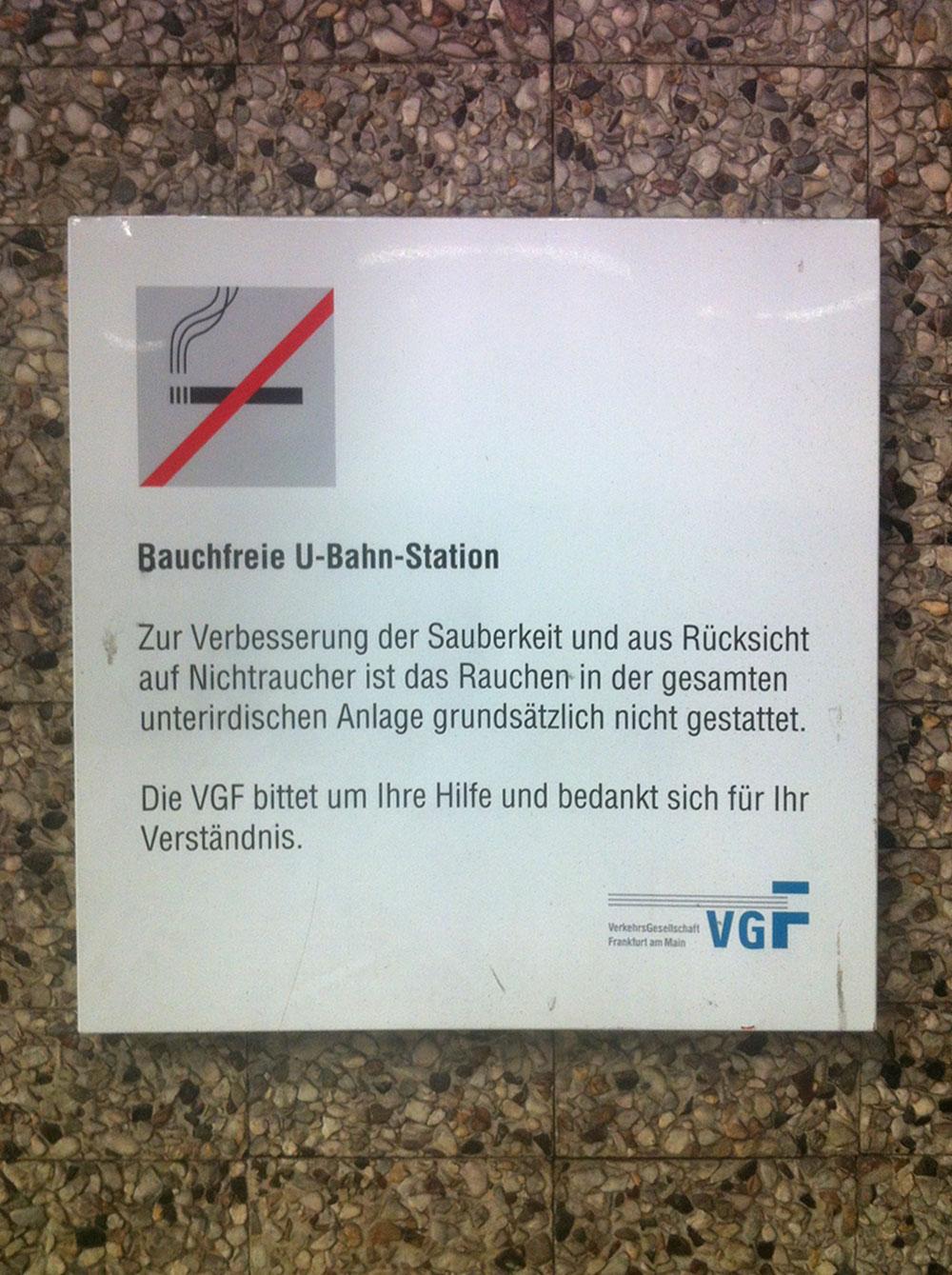 Bauchfreie U-Bahn-Station