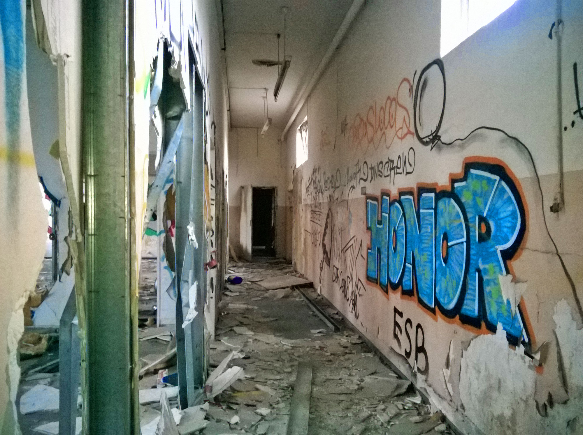 Urbex Frankfurt: Graffiti von HONOR in den Teves Werken