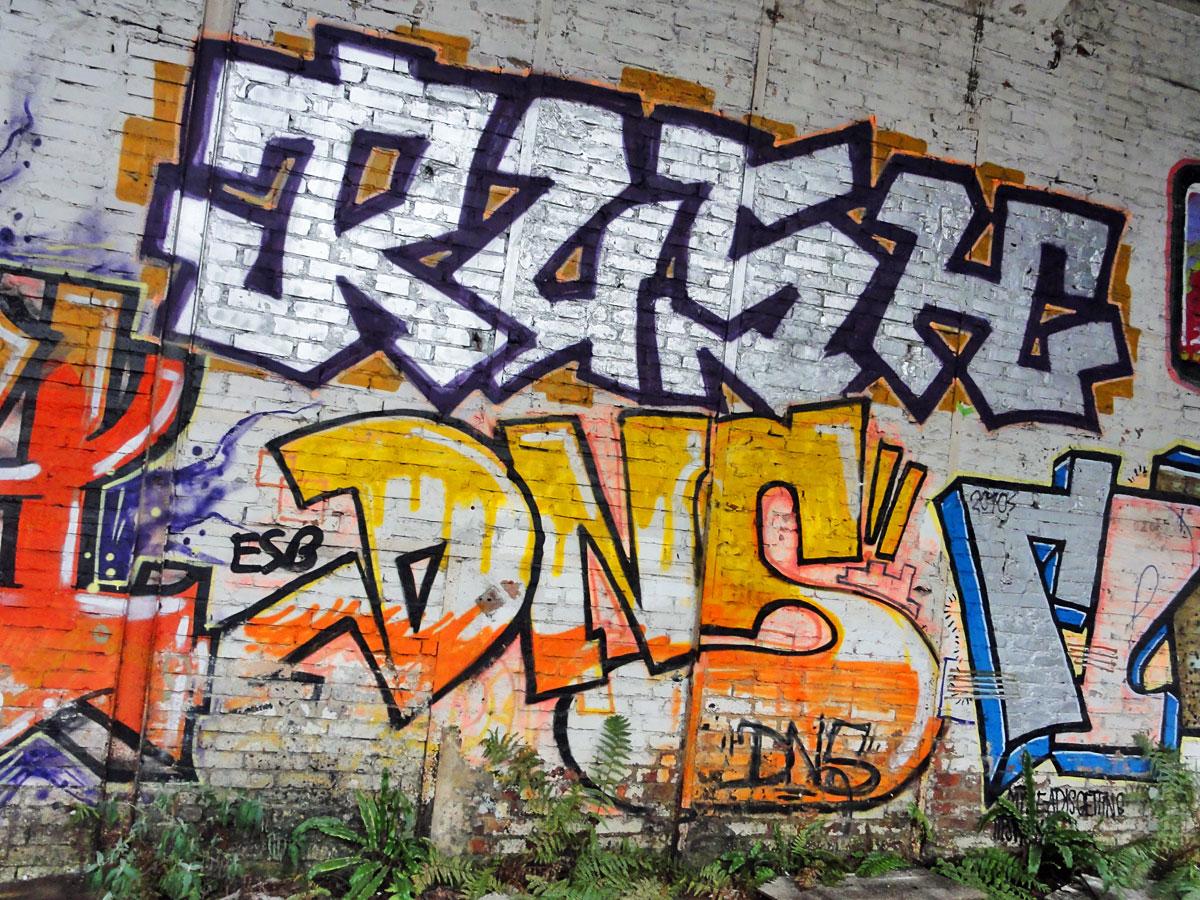 Urbex Frankfurt: Graffiti von RUSH und DNS