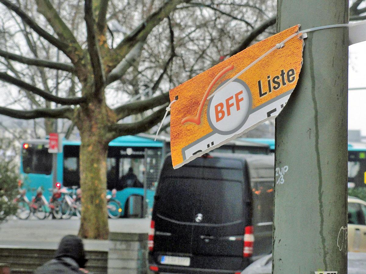 wahlplakate-zur-kommunalwahl-in-frankfurt-2016-buerger-fuer-frankfurt-abgerissen