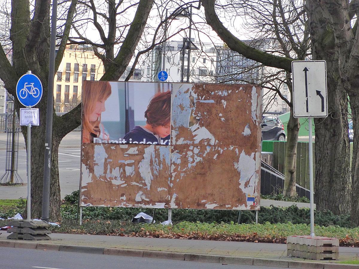 wahlplakate-zur-kommunalwahl-in-frankfurt-2016-cdu-schule