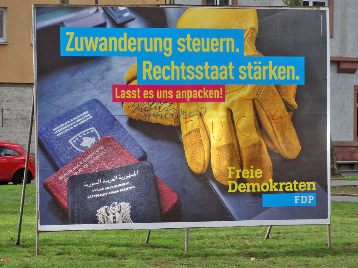 wahlplakate-zur-kommunalwahl-in-frankfurt-2016-fdp-hit-me-baby-one-more-time-fuck