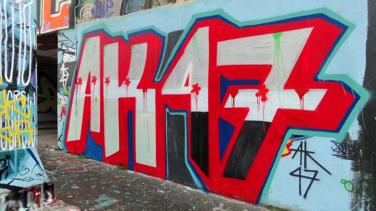 ak47-graffiti-hanauer-landstrasse