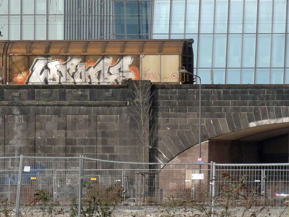 frankfurt-graffiti-auf-gueterzuegen-04