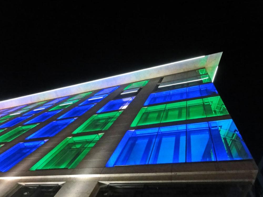 luminale-2016-frankfurt-bankhaus-per-app-zum-lichtkunstwerk-bankhaus-metzler