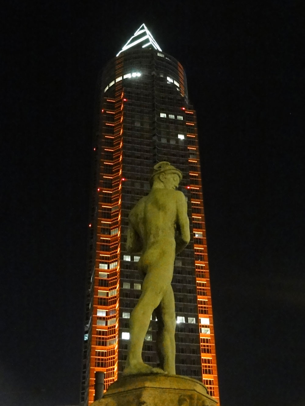 luminale-2016-frankfurt-illumination-messeturm-1