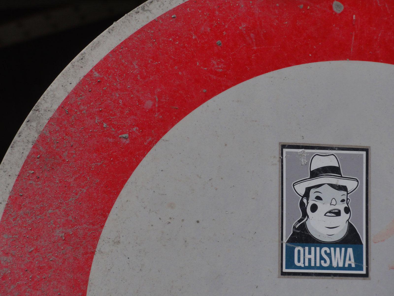 Streetart-Sticker in Frankfurt von Qhiswa