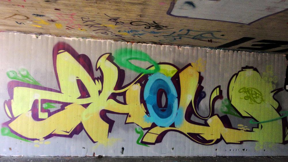 show-1-graffiti-hanauer-landstrasse
