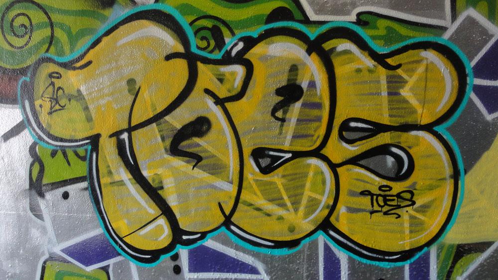 toes-orange-graffiti-hanauer-landstrasse
