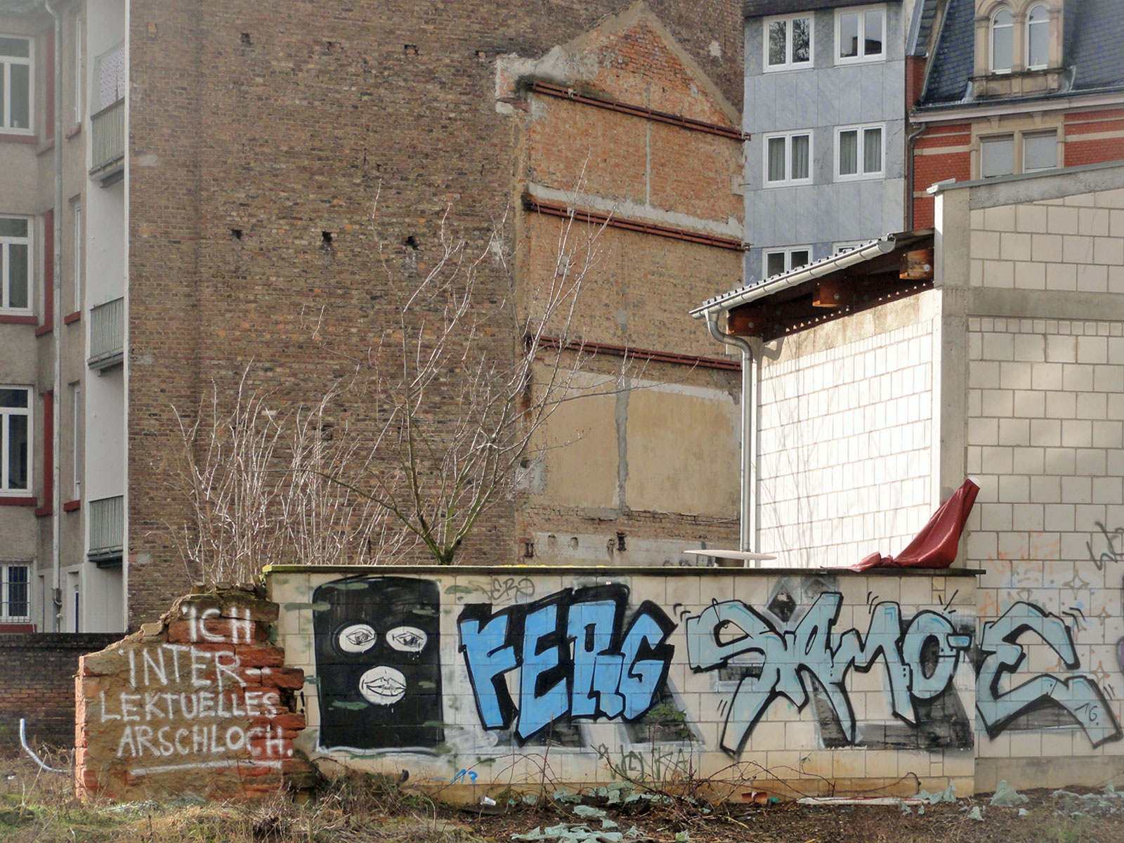 Backyard- Graffiti in Frankfurt von WONKA, FERG und SAMOE