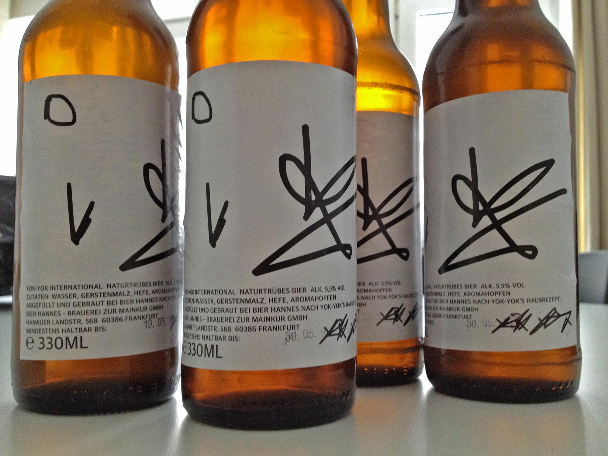 Hauseigenes YOK-YOK-Bier aus dem Frankfurter Bahnhofsviertel