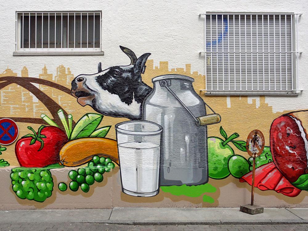 Gemüse und Milch - Graffiti an der Kleinmarkthalle in Frankfurt am Main
