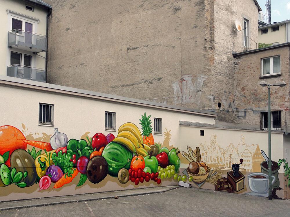 Obst, Gemüse und Kaffee - Graffiti an der Kleinmarkthalle in Frankfurt am Main