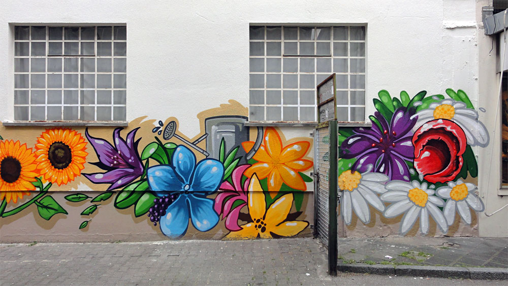 Blumen und Pflanzen - Graffiti an der Kleinmarkthalle in Frankfurt am Main