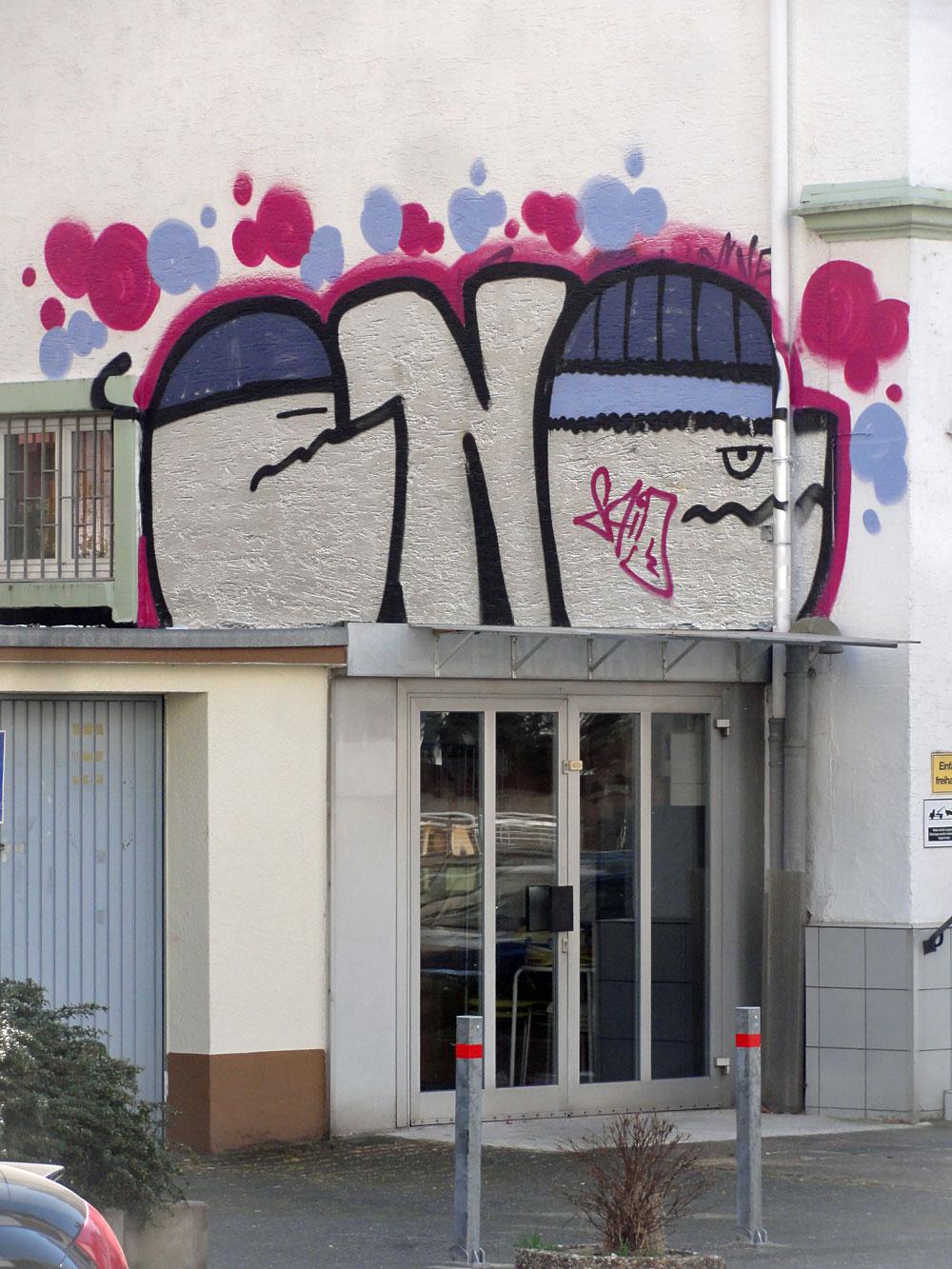 Graffiti in Frankfurt von CNC, hier: Ein Rooftop im Ostend