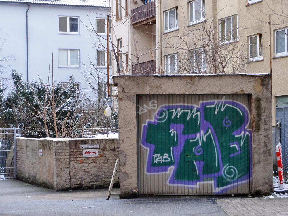 Shutter Art & Garage Door Graffiti in Frankfurt: FAB