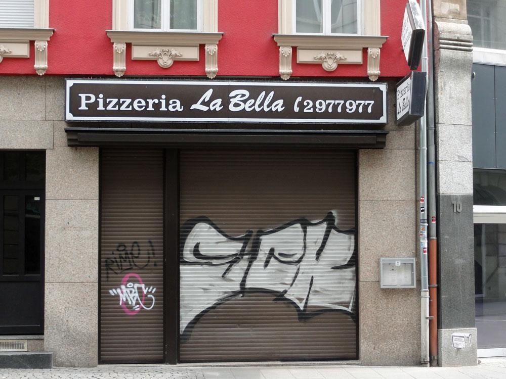 Shutter Art & Garage Door Graffiti in Frankfurt: SCK