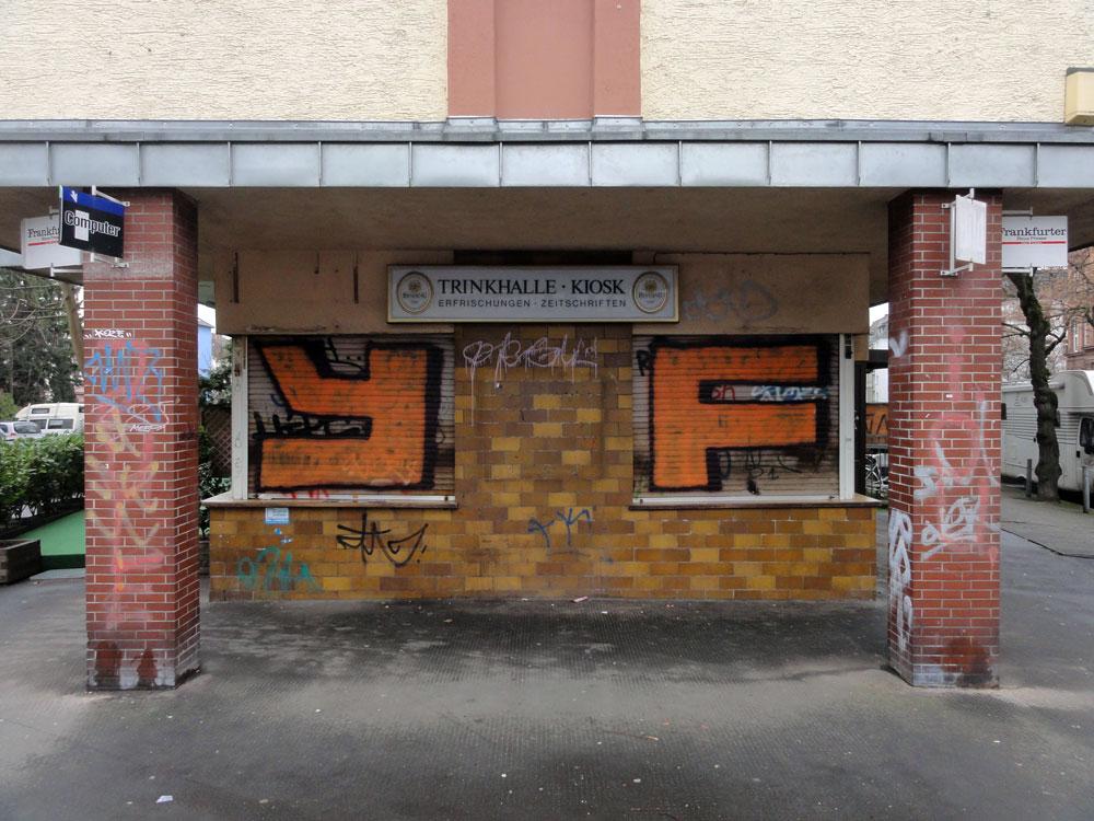 Shutter Art & Garage Door Graffiti in Frankfurt: YF