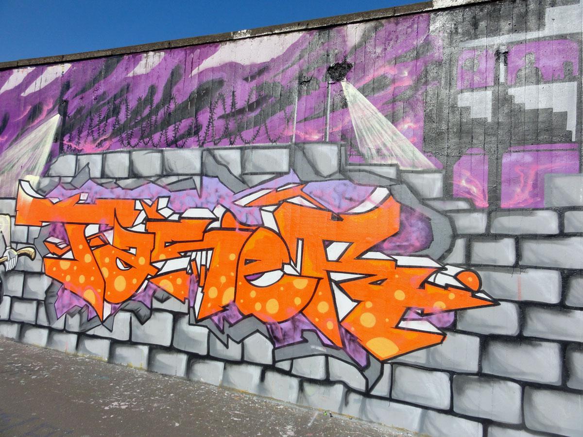 taser-wall-hall-of-fame-frankfurt-ratsweg-riederhoefe