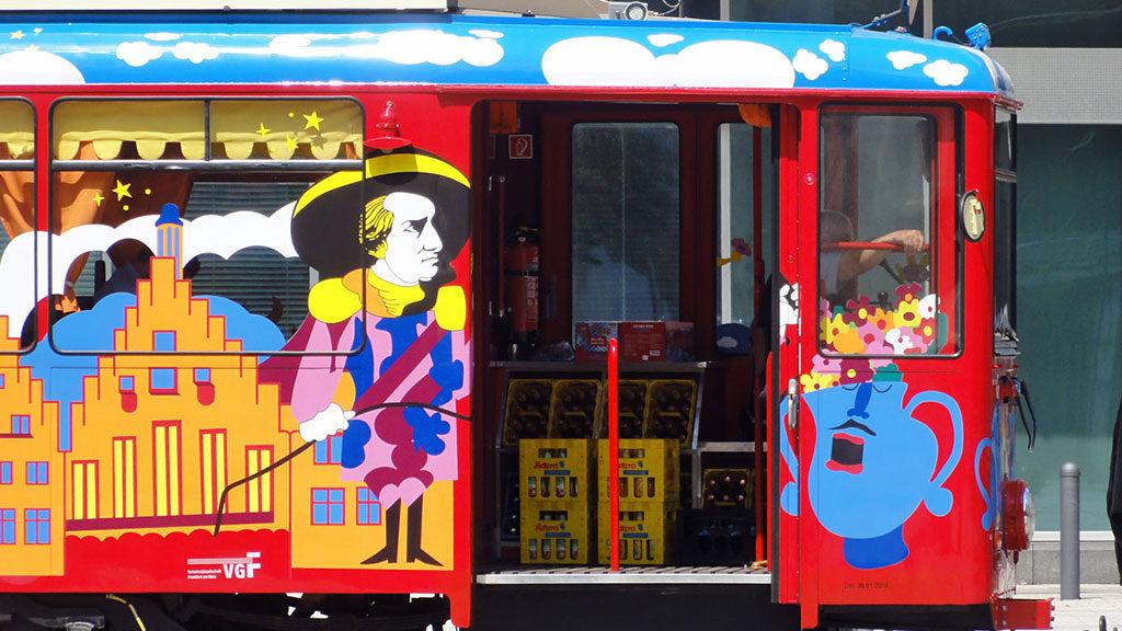 Straßenbahn fahren und dabei Apfelwein trinken in Frankfurt