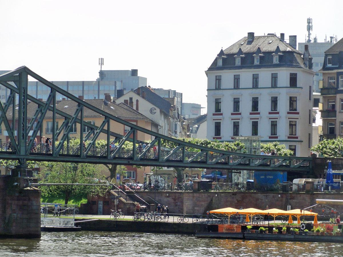 Eiserner Steg und Sachsenhäuser Mainufer