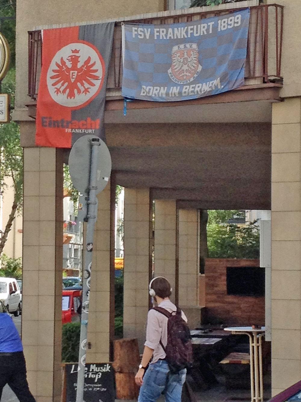 flaggen-am-fenster-in-frankfurt-zur-euro-2016-eintracht-fsv
