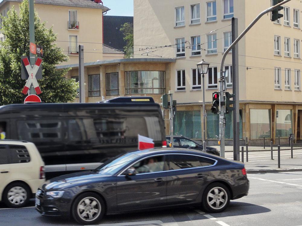 Polenfahne zur EURO 2106 in Frankfurt