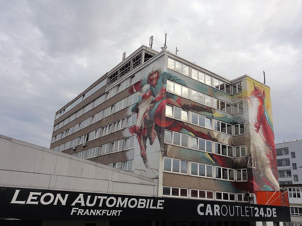 Guido Zimmermann Hausfassade Graffiti mit Cowboy, Rind und Pferd in der Hanauer Landstrasse in Frankfurt