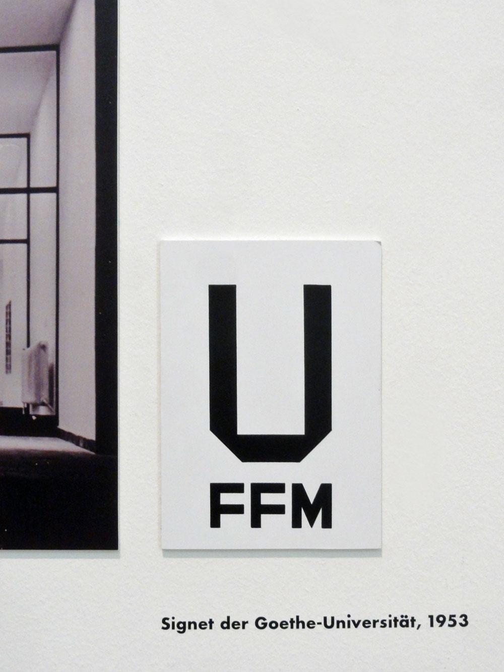 Signet der Goethe Universität - 100 Jahre Neue Typografie und Neue Grafik in Frankfurt - Ausstellung im Museum Angewandte Kunst Frankfurt