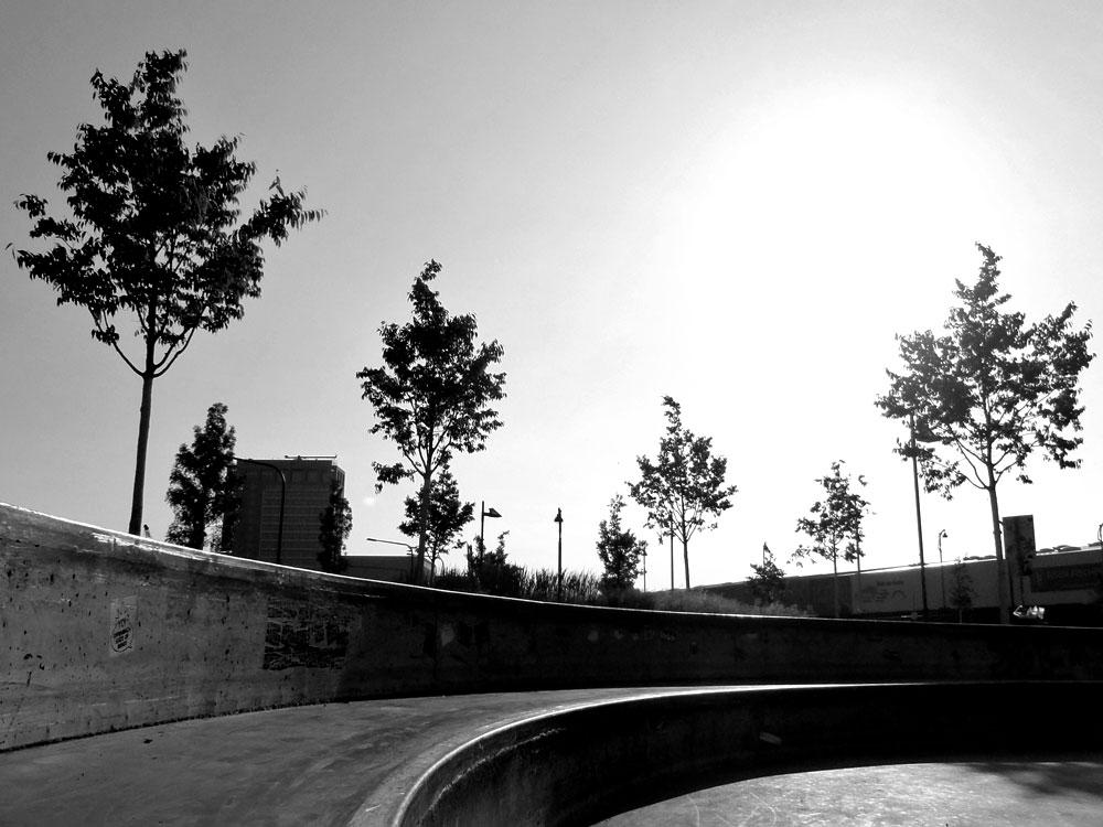 Schwarzweiß Fotos vom neuen Skatepark in Frankfurt