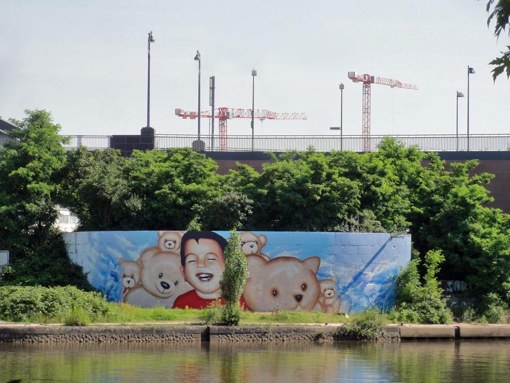 aylan-kurdi-streetart-mural-frankfurt