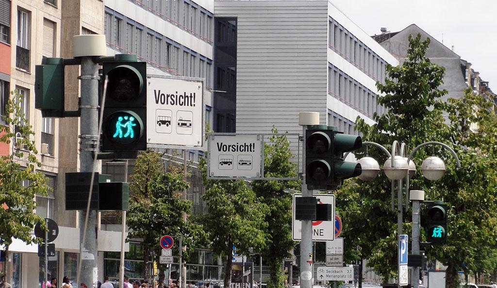 Gleichgeschlechtliche Pärchen-Ampel zum CSD 2016 in Frankfurt
