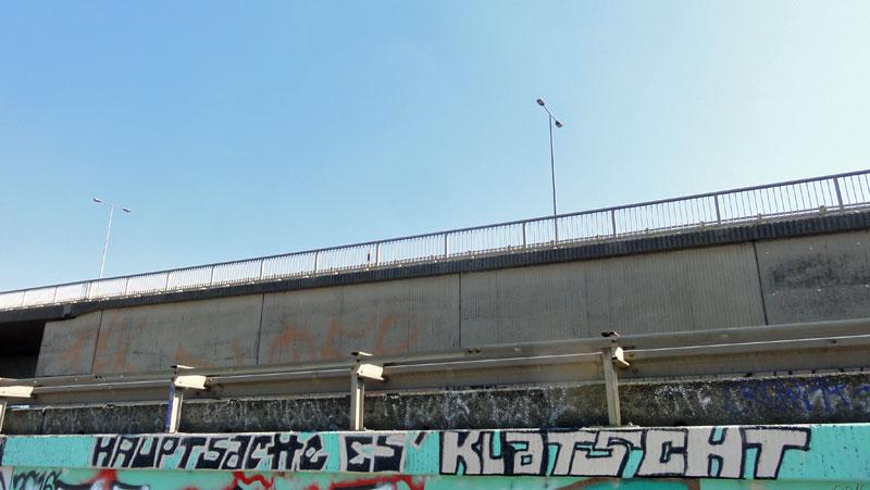 hauptsache-es-klatscht-hanauer-landstrasse-graffiti-in-frankfurt