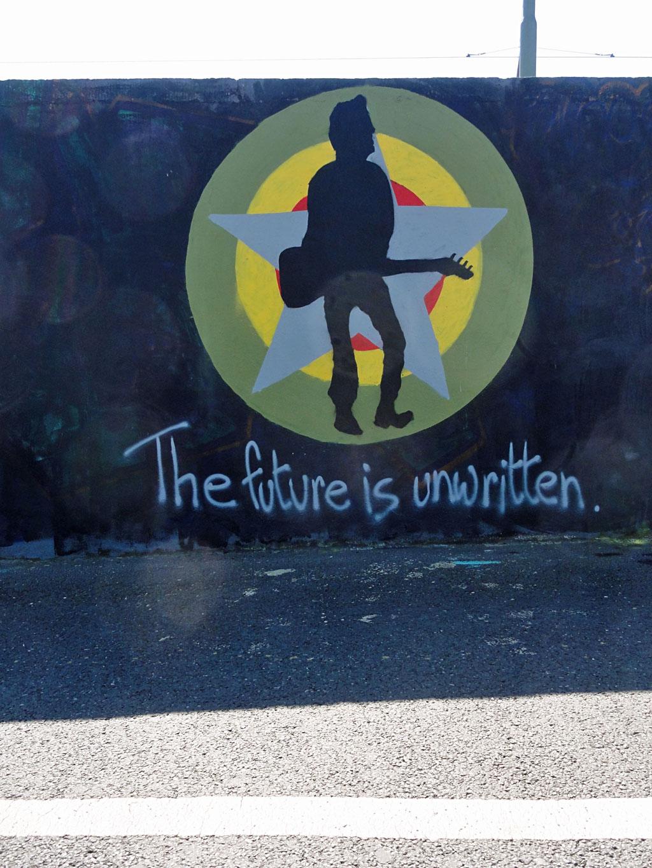 the-future-is-unwritten-hanauer-landstrasse-graffiti-in-frankfurt