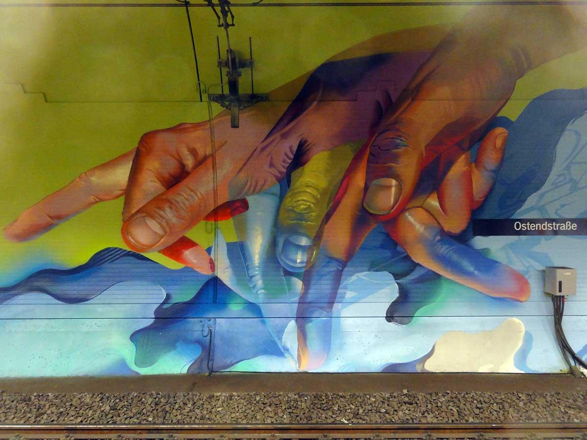 frankfurt-s-bahn-station-ostendstrasse-graffiti-chrzanowski-does-06