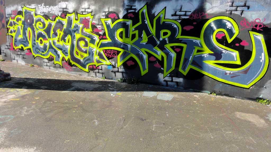 fuck-your-fairytales-hall-of-fame-ratswegkreisel-frankfurt-graffiti