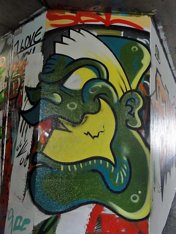 green-face-hall-of-fame-ratswegkreisel-frankfurt-graffiti