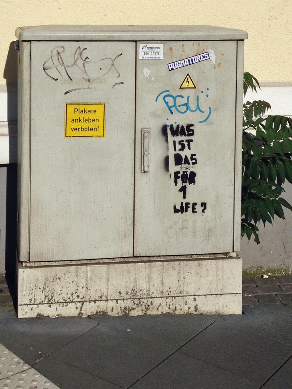 elektrokasten-streetart-frankfurt-spruch-was-ist-das-für-1-life