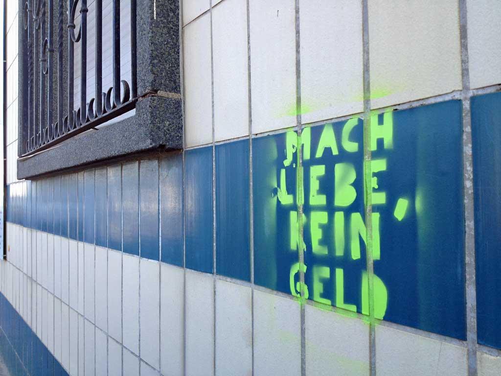 mach-liebe-kein-geld-streetart-frankfurt