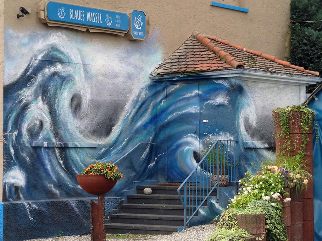 Blaues Wasser in Frankfurt
