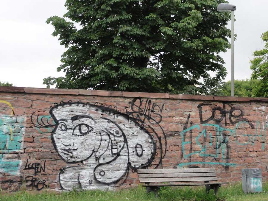 frankfurt-guenthersburgpark-graffiti-loopin