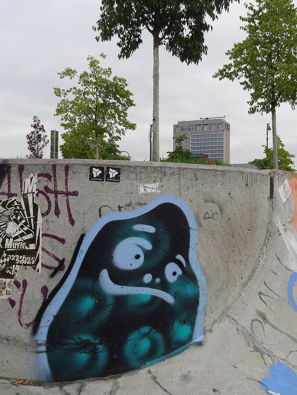 Cityghost-Graffiti beim Skatepark im Hafenpark Frankfurt
