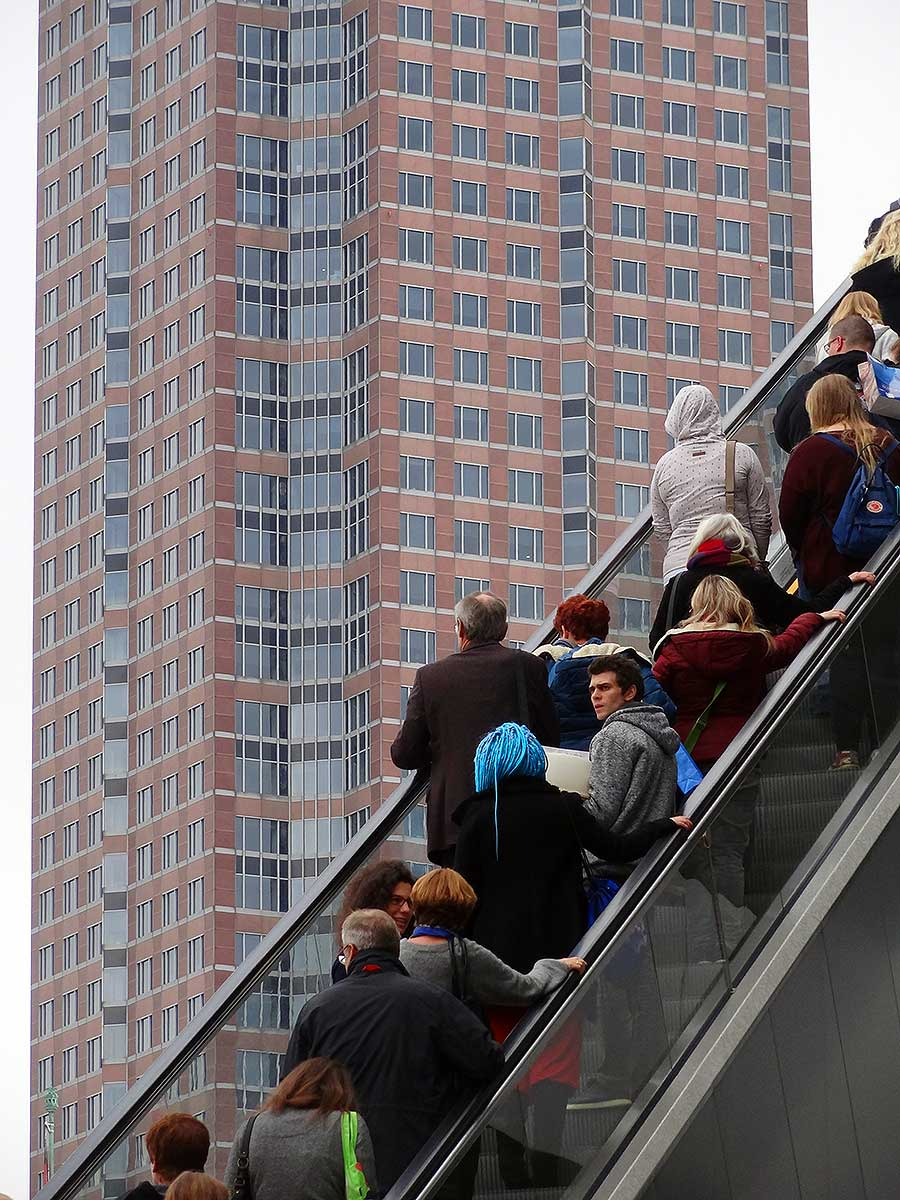 messeturm-rolltreppe-frankfurter-buchmesse-2016
