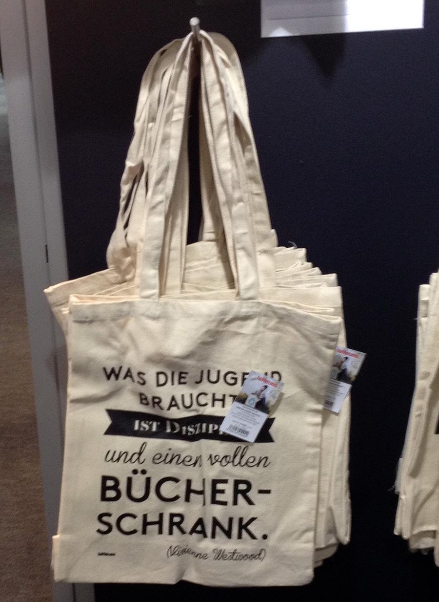 was-die-jugend-braucht-jutebeutel-frankfurter-buchmesse