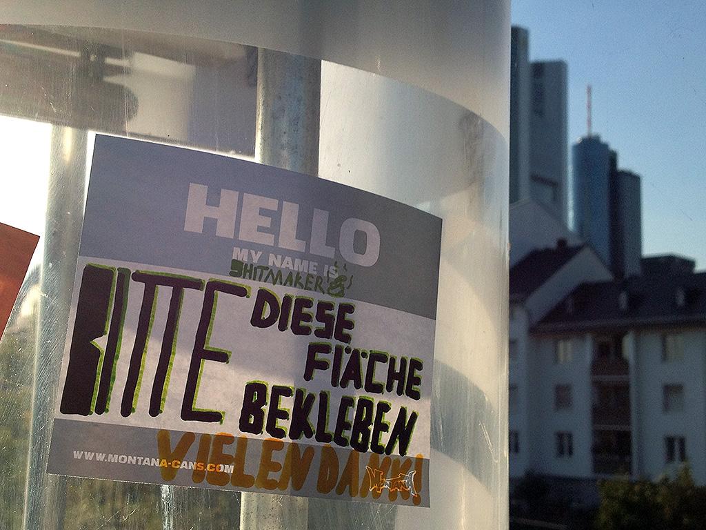 Aufkleber in Frankfurt: Bitte diese Fläche bekleben