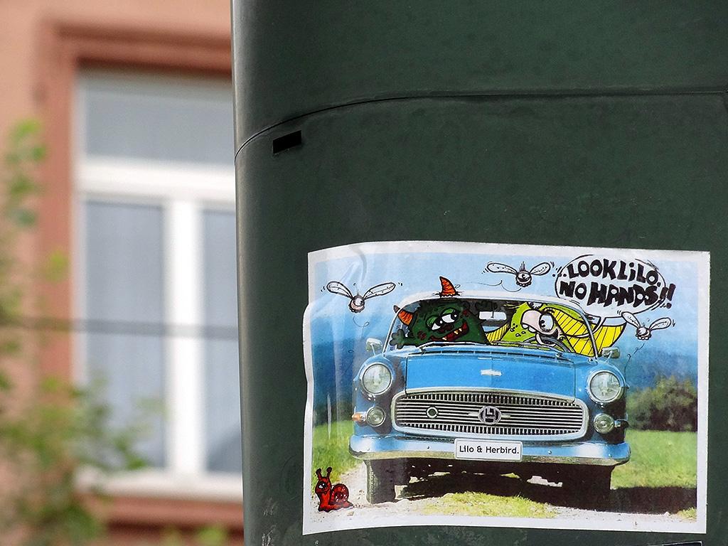 Aufkleber in Frankfurt: Look Lilo, no hands!!