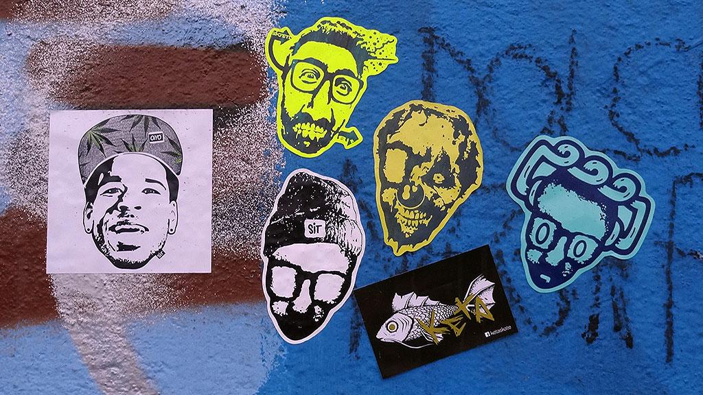 Aufkleber in Frankfurt: OIYO, SIT, KETA