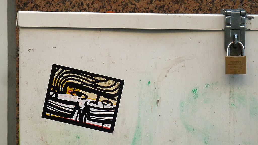 Streetart in Frankfurt - Aufkleber vpn PYC